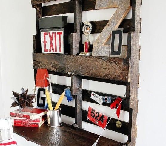 Fold-Up Pallet Desk
