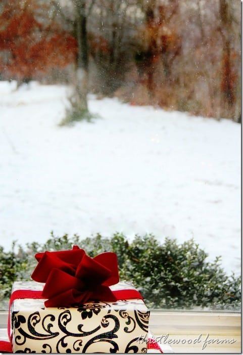 Christmas-decorating-snow