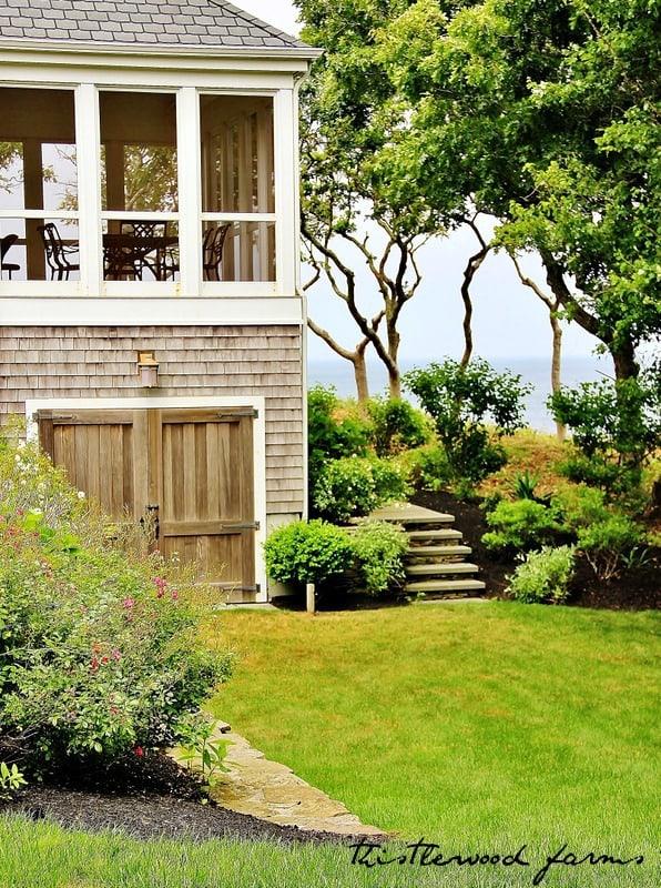 beach house garden