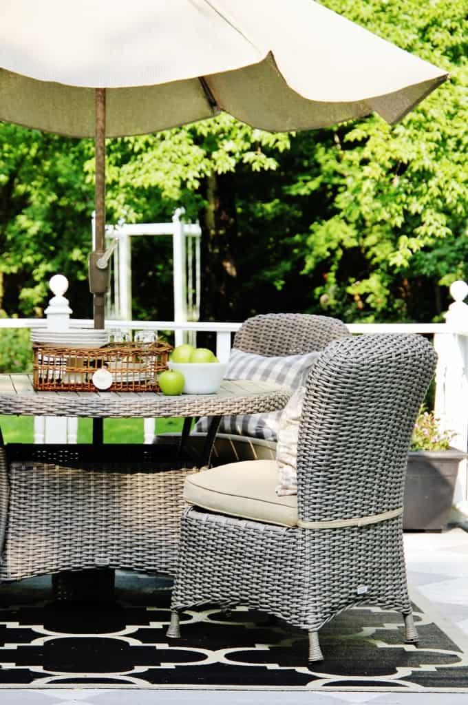 Back Porch Summer Decorating