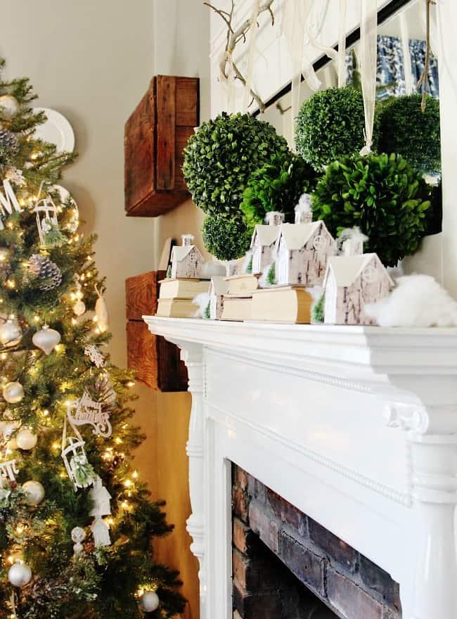 Christmas mantel with boxwood